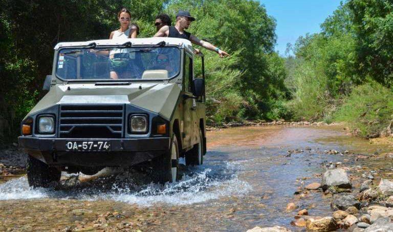 Barco, Jeep, Piscina Natural e Degustação de Vinhos Tour em Benagil